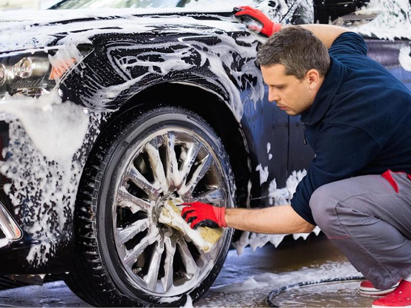 Lavage Auto à la Main Avec Eau